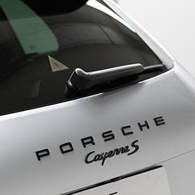 Embleem hoogglans zwart 'Porsche Cayenne S'