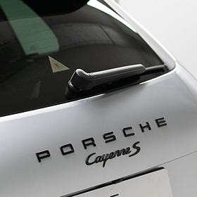 Embleem hoogglans zwart 'Porsche Cayenne Turbo S'
