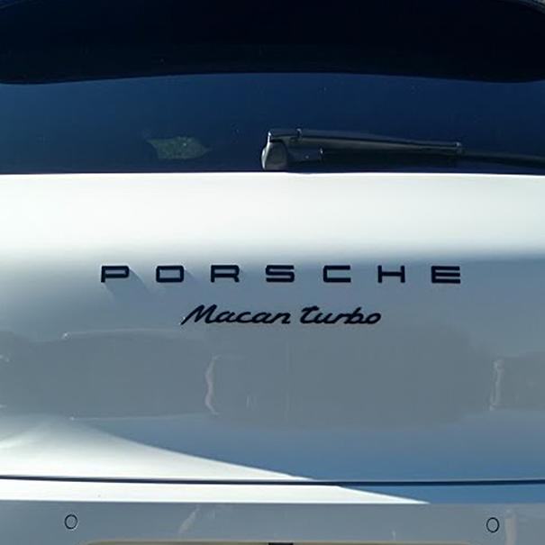 Embleem hoogglans zwart 'Porsche Macan Turbo'