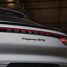 Porsche Embleem hoogglans zwart 'Cayenne GTS'